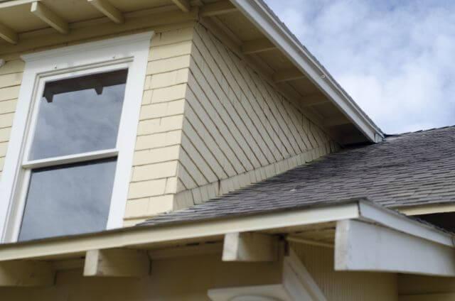 屋根塗装を行うベストな季節がある!?