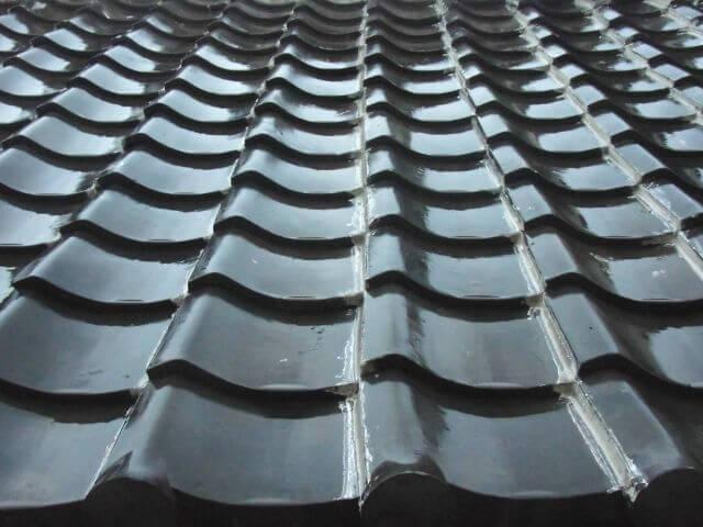 屋根塗装の時期っていつが最適?ベストな季節と塗り替えサインを解説