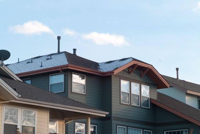 屋根塗装の最適な時期&見極めるためのサインとは?