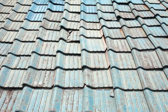 屋根塗装の塗り替え時期を判断する劣化の種類について